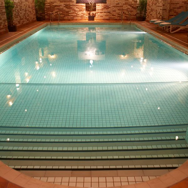 main-1-3flackleyashhotelpool.jpg