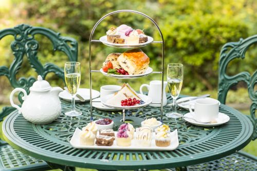Afternoon tea alfresco